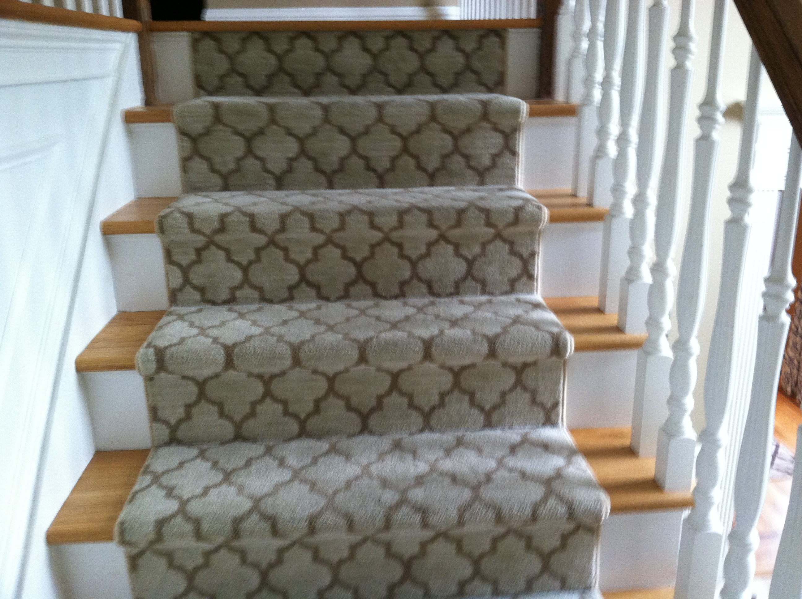 center-hall-staircase-before-removing-existing-runner-dustless-sanding-and-refinishing-process