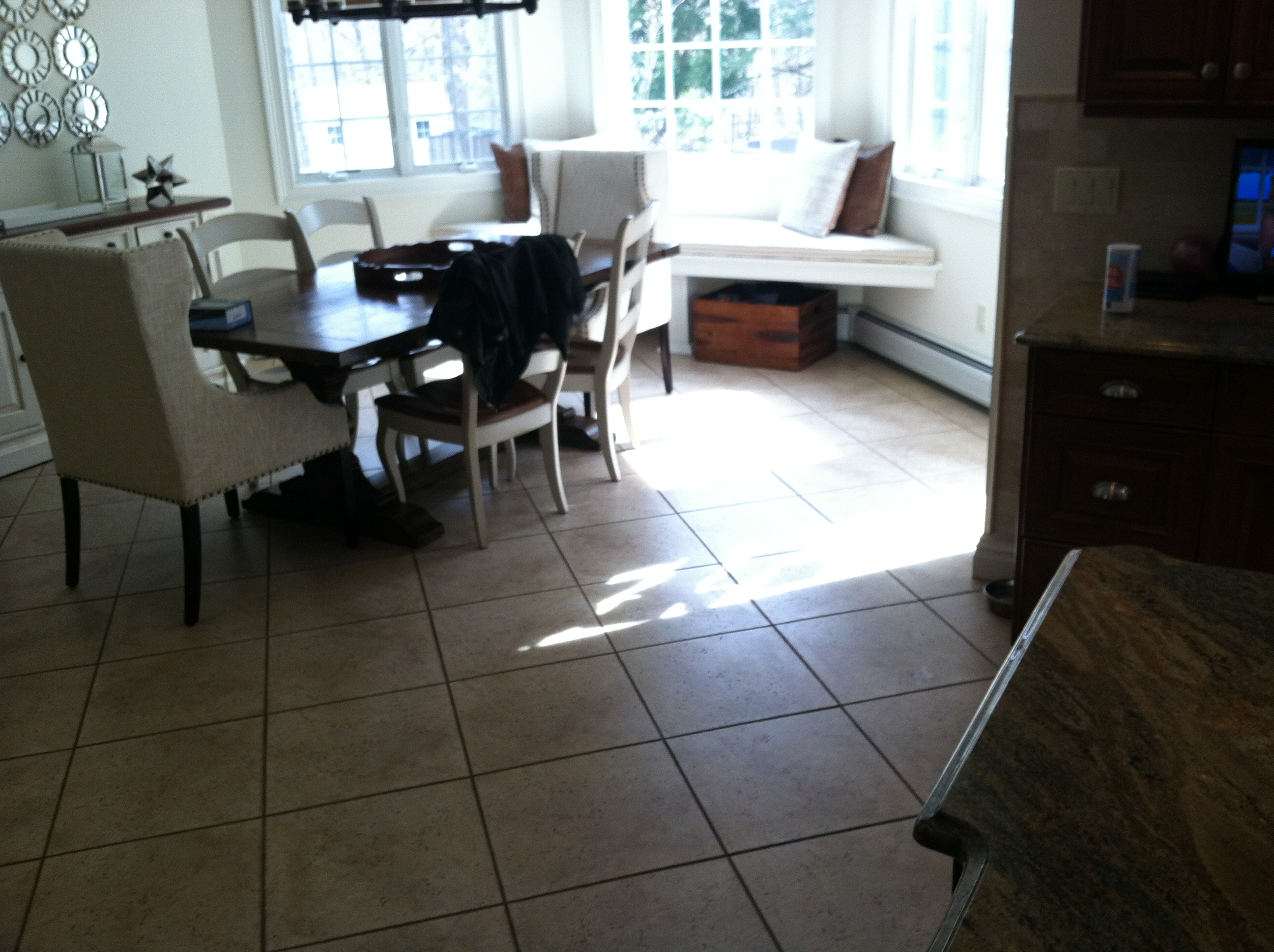eat-in-kitchen-area-before-the-installation-of-wood-like-luxury-vinyl-tile-planks